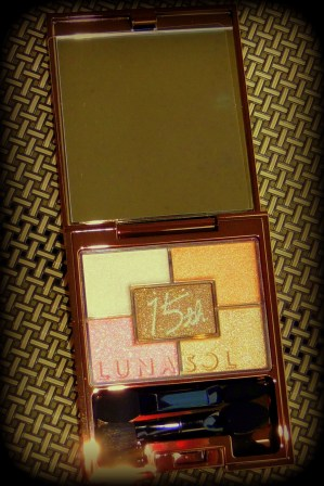 04 Lunasol EX02 Warm Coral Collection Eyeshadow Review